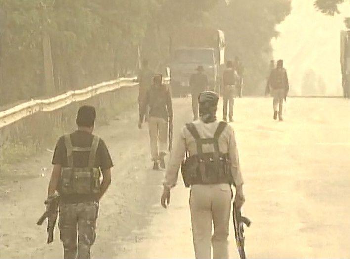 कश्मीर: स्कूल में छिपे दो आतंकी ढेर, सुरक्षाबलों का ऑपरेशन जारी