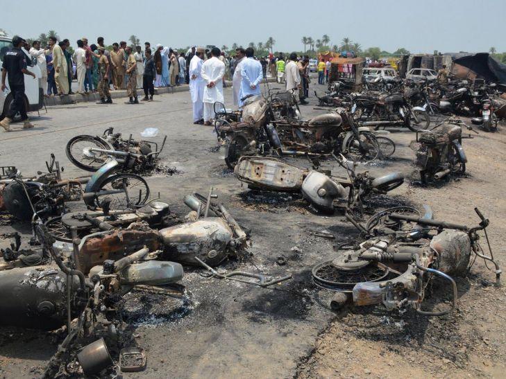 पाकिस्तान में तेल टैंकर में विस्फोट, 123 की मौत, 100 से ज्यादा घायल