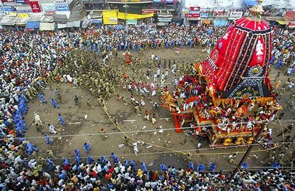 भगवान जगन्नाथ की रथयात्रा शुरू, रथ खींचने के लिए उमड़े लोग