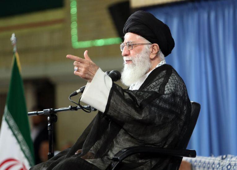 ईरान के शीर्ष धार्मिक नेता खुमैनी ने कश्मीर के पत्थरबाजों से दिखाई हमदर्दी