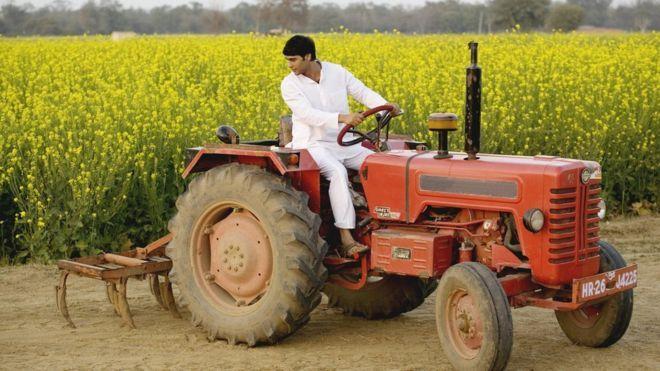 हर गांव में एक ट्रैक्टर देगी सरकार, किसान को मजबूत करने का जतन