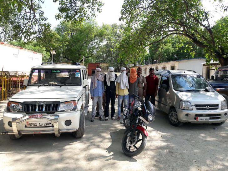 पुलिस मुठभेड़ के बाद पकड़े गये चार शातिर लुटेरे