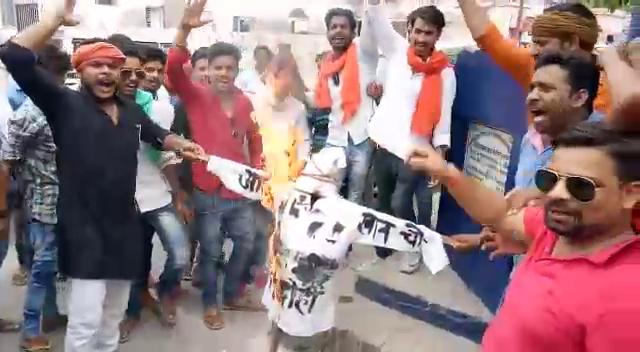 भाजपा युवा नेता की आजम खान को चेतावनी, सुधर जायें तो नहीं तो काट देंगे जुबान