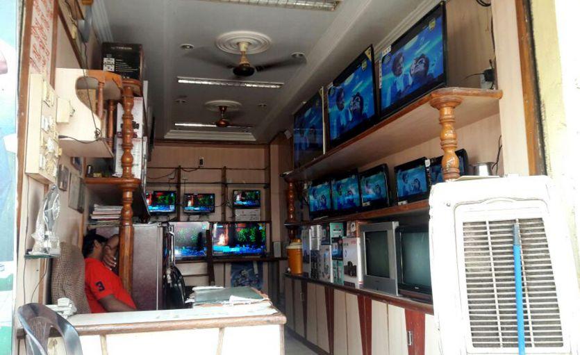 जीएसटी लागू, बाजार रहा सूना, व्यापारी भी नहीं बेच रहे माल
