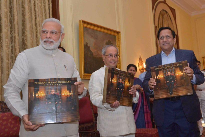 पीएम की मौजूदगी में राष्ट्रपति भवन में हुआ 'प्रसिडेंट प्रणब मुखर्जी' किताब का विमोचन