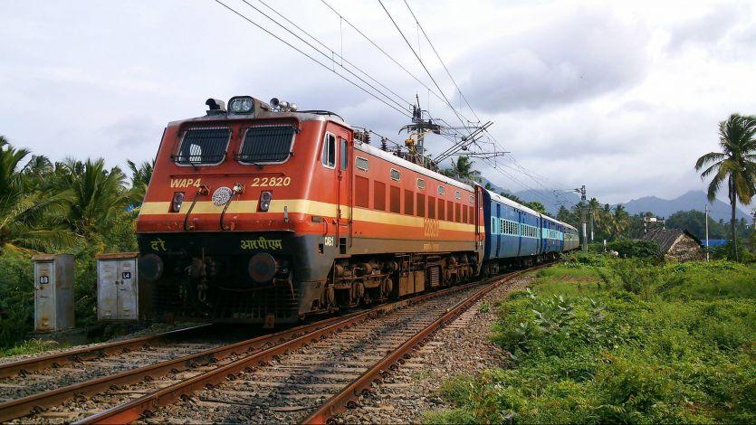 बिना कम्बल वाली सस्ती AC ट्रेन जल्द ही शुरू होगी