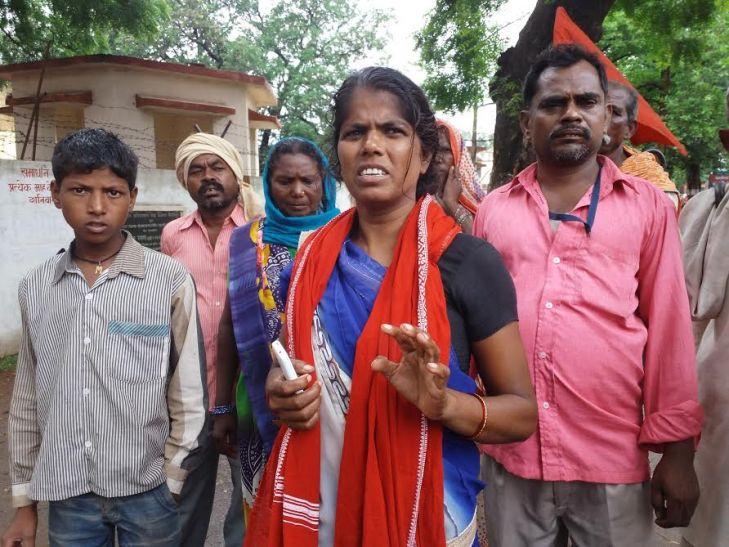 यह भाजपा राज है, कहकर दबंग ने दलित महिला नेता को बेरहमी से पीटा