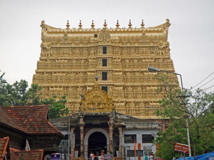 पद्मनाभस्वामी मंदिर में प्रतिमा के तिलक में लगे 8 अनमोल हीरे गायब