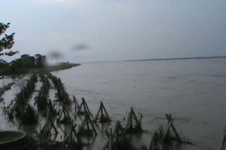 बाढ़ से बचाने के लिए शुरू हुई 15 परियोजनाएं अभी भी अधूरी