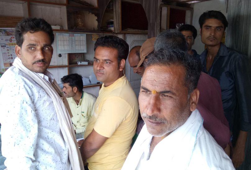 किसानों से ठगी के लिए खुली एक और विंडो, फोटो कॉपी वाला खुलेआम वसूल रहा 50-50 रुपए
