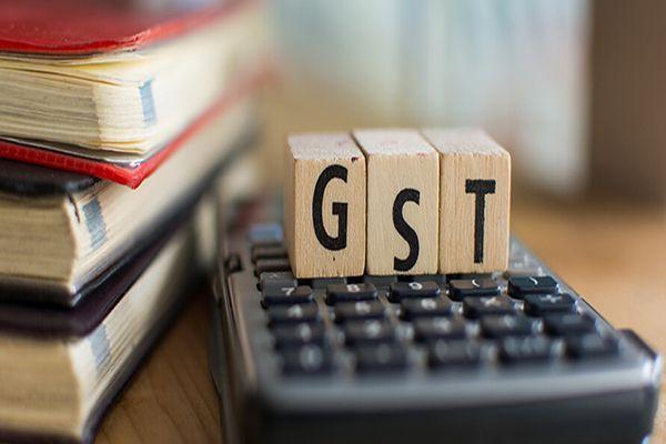 GST Impact: MRP स्टीकर पर कोर्ट जाने की तैयारी में व्यापारी