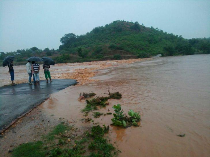 पूर्वी यूपी में भारी बारिश, सोनभद्र मिर्जापुर के सैकड़ों गाँव बने काला पानी