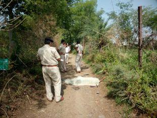 झाडिय़ों में मिली युवक की लाश, हत्या की आशंका