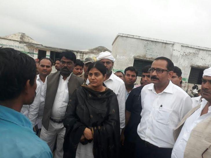 केंद्रीय राज्यमंत्री अनुप्रिया पटेल ने बाढ़ प्रभावित इलाकों का किया दौरा