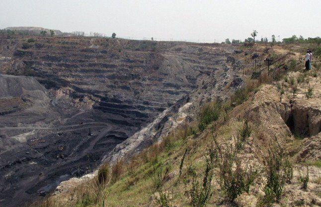 कलेक्टर ने एसईसीएल मानिकपुर प्रबंधन को लिखा पत्र, कहा कोयला चोरी पर होनी चाहिए कड़ी कार्रवाई