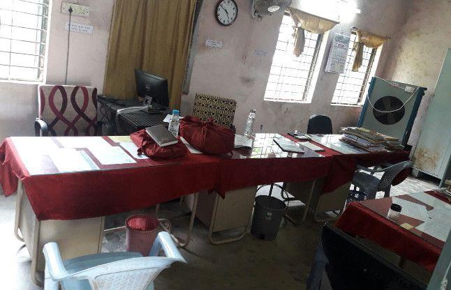 भगवान भरोसे नगर एवं ग्राम निवेश का दफ्तर, एक दर्जन कर्मचारी तो हैं पर पूरा चेंबर सूना