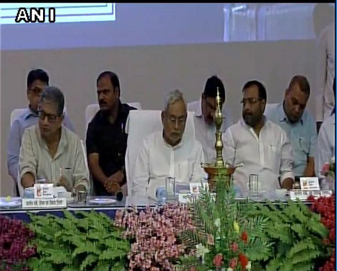 तेजस्वी ने नीतीश के साथ नहीं साझा किया मंच, हटाई गई डिप्टी CM की नेम प्लेट