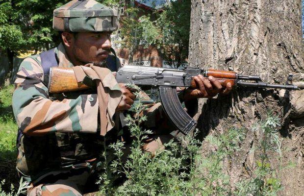 कश्मीर: त्राल मुठभेड़ में 3 आतंकी ढेर, सेना का ऑपरेशन जारी