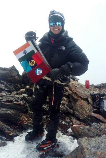 मिर्जापुर की बेटी ने लद्दाख चोटी पर फहराया भारतीय तिरंगा