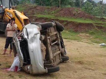 भाजपा कार्यकर्ताओं की कार पलटी, एक की मौत, तीन घायल