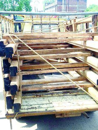 परिवहन कर रहे अवैध लकड़ी को वन विभाग ने किया जब्त