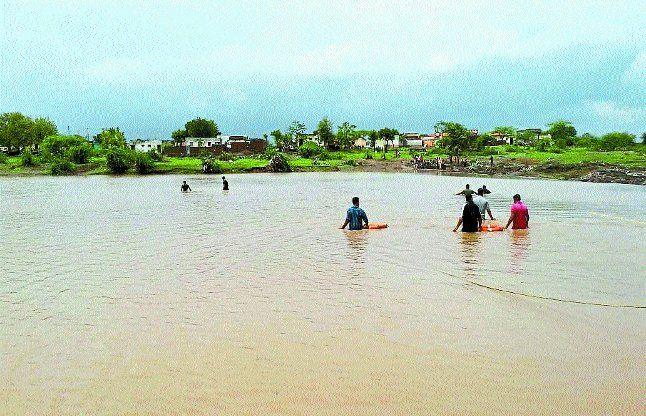 कच्छ-सौराष्ट्र में बाढ़ से हालात, 11 की मौत