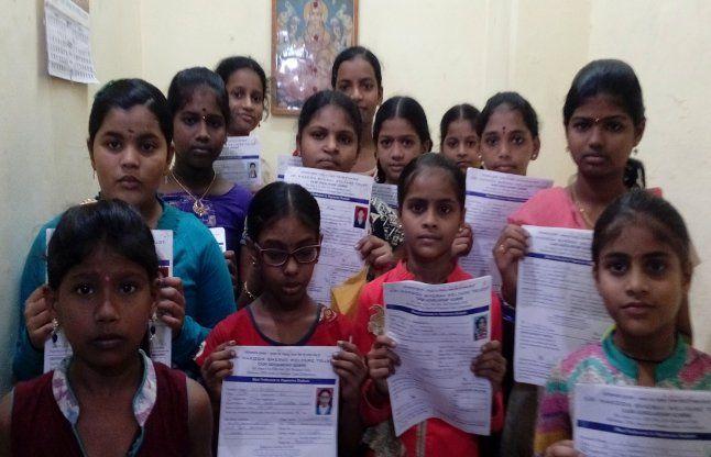 नाकोड़ा भैरव सेवा ट्रस्ट ने बांटी छात्रवृत्ति