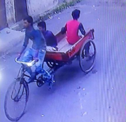शातिर चोर गिरोह का भंडाफोड़, इनके चोरी करने के तरीके जानकर आप हो जाएंगे दंग, देखें वीडियो