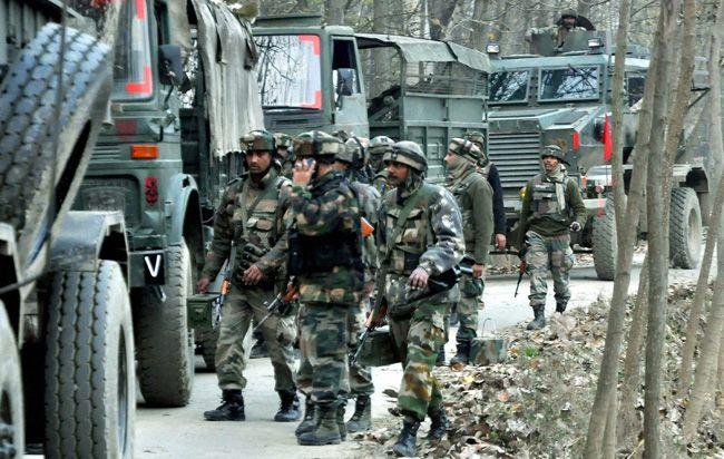 कश्मीर: अनंतनाग में सेना ने मुठभेड़ में 3 आतंकियों को किया ढेर