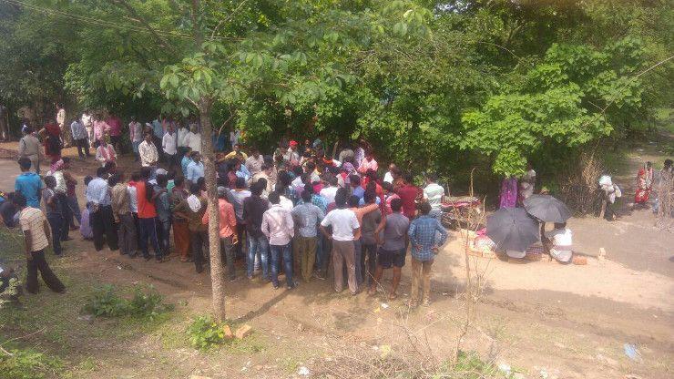जब मौत से गुस्साएं ग्रामीणों ने पुलिस को ही खदेड़ा, फिर जाने क्या हुआ