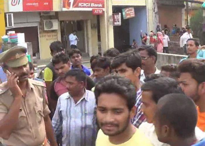 सिक्योरिटी गार्ड की गोली मारकर हत्या, कैश वैन से 20 लाख रुपए लूटे