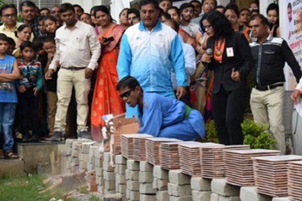 अक्षय कुमार के फैन का बड़ा कमाल, महज 44 सेकंड बना दिया यह नेशनल रिकॉर्ड