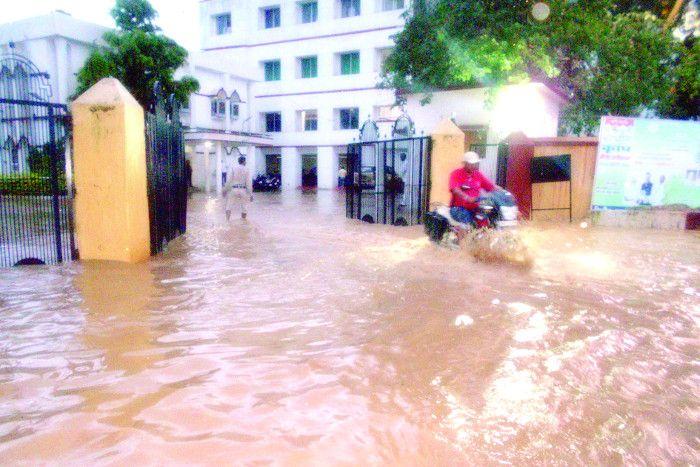 बारिश बनी आफत, 150 गांवों का सम्पर्क टूटा