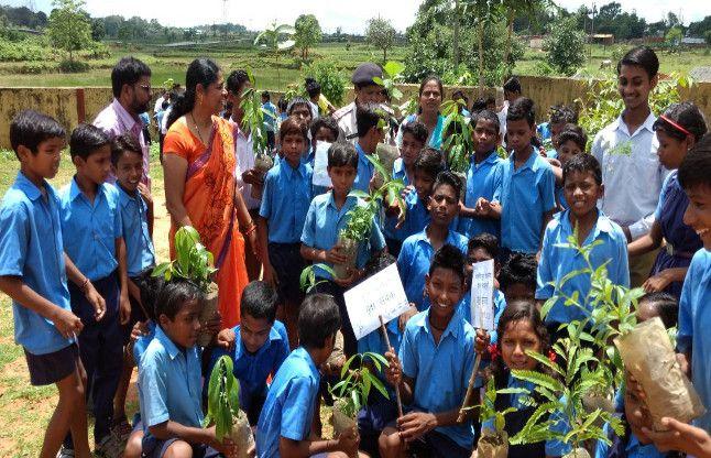 वृक्षमित्र अभियान के तहत रोपे पौधे, पर्यावरण संरक्षण का लिया संकल्प