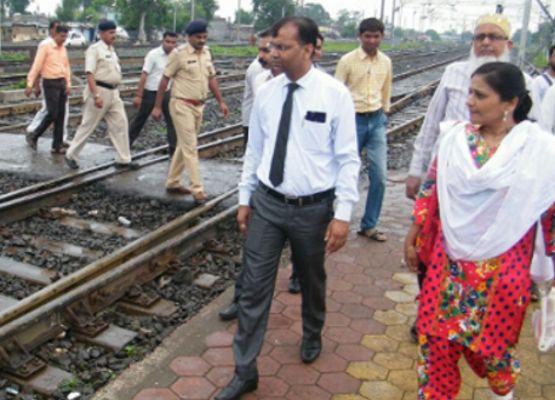 रेलवे मजिस्ट्रेट के आने से पहले ट्रेक से हमेशा भीख मांगने वाले बच्चे गायब