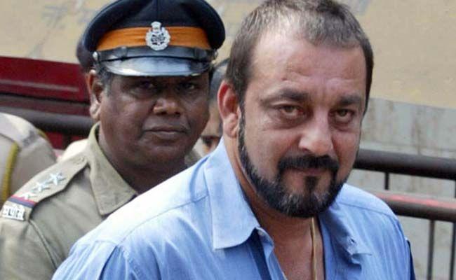 संजय दत्त की जल्द रिहाई पर घिरी महाराष्ट्र सरकार, हाईकोर्ट ने मांगा जवाब