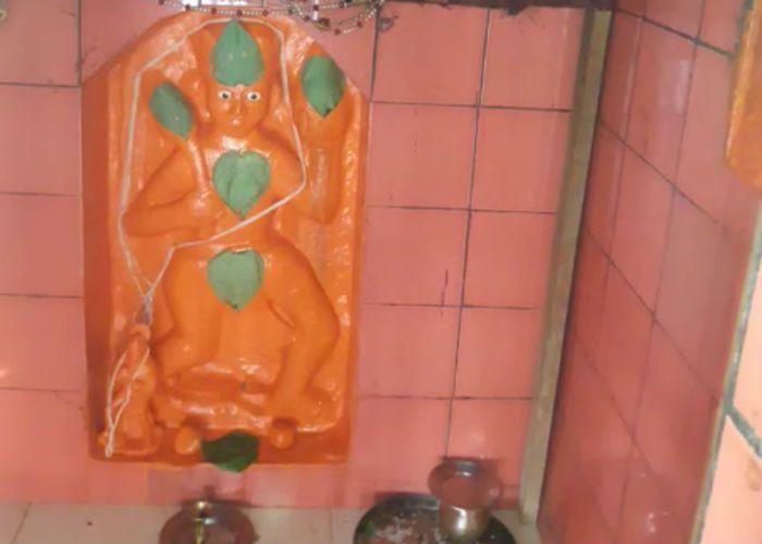 यहां हनुमान प्रतिमा से निकलता है पसीना, जानिए कहां है ये अनोखा मंदिर