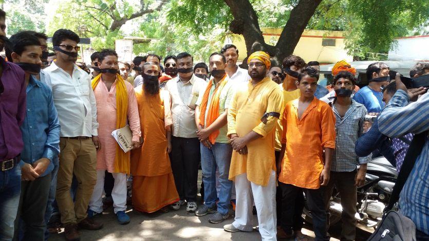 Yogi Adityanath राज में पाकिस्तान मुर्दाबाद का लगाया नारा, तो प्रशासन ने भेजा नोटिस