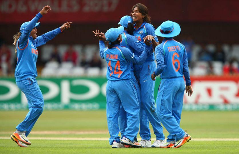 महिला क्रिकेट टीम की जीत के लिए कामना कर रहीं हैं हस्तियां