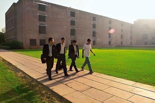 देश की उच्च शिक्षा में भी शिक्षकों की कमी, IIM में 227 तो IIT में 3132 पद खाली