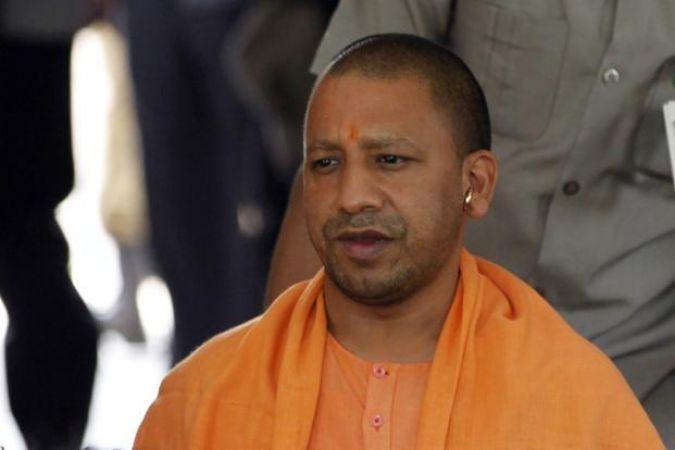सीएम योगी का फरमान बेअसर, मुख्य सचिव ने फोन किया तो गायब मिले आजमगढ़ मंडल के डीएम