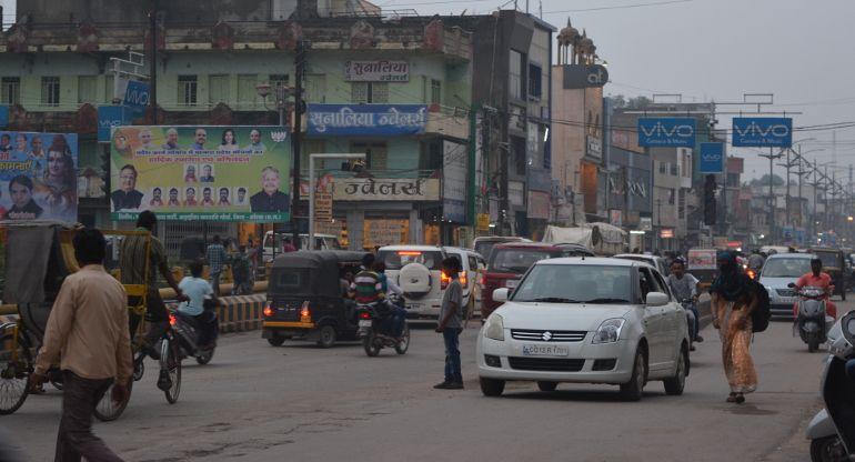 सड़क पर बढ़ते वाहनों के दबाव से यातायात की रफ्तार सुस्त