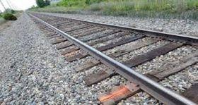 महिला ने दो बच्चों के साथ ट्रेन के आगे कूदकर की खुदकुशी