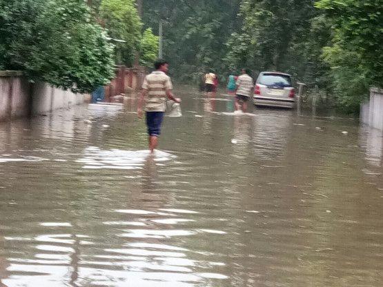 Video- प्रगति नगर कॉलोनी में घरों के अंदर घुसा पानी, बढ़ी परेशानी