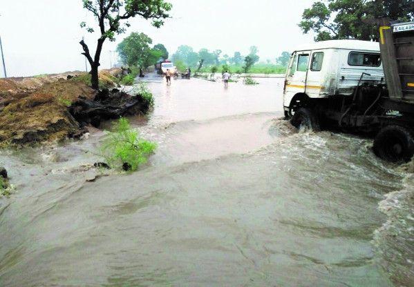 Video- बारिश बनी आफत : दीपका में घरों से लेकर अस्पताल तक भरा पानी, सड़कें हो गई जलमग्न