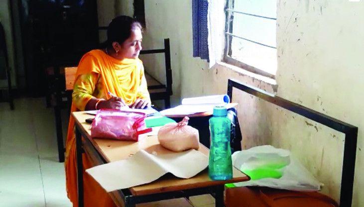 छात्रावास पहुंची खाद्य व सुरक्षा विभाग की टीम, लिए गए चावल के सेंपल