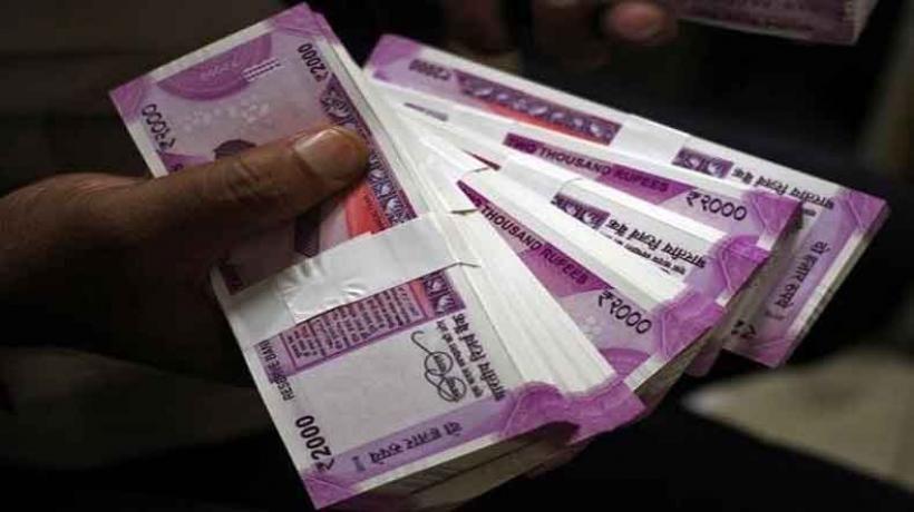 बाजार में 2000 के नोट की कमी, बैंकों की बढ़ी परेशानी