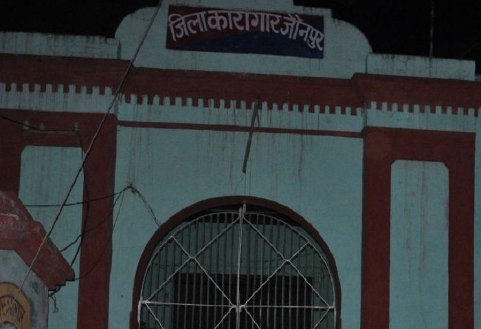 जौनपुर जिला जेलःबंदी का आरोप, महीना न देने पर होती हैबेरहमी से पिटाई