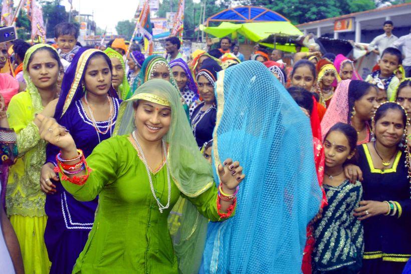 नाचते गाते रामदेवड़ा रवाना हुए लोहपीटा समाज के लोग