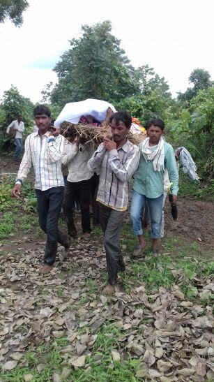 मृतक किसान के परिवार को चार लाख और मवेशी की मौत पर 30 हजार रुपए  की सहायता